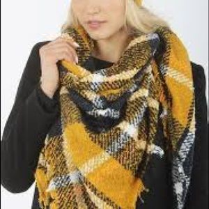 David &Young♥️NEW♥️Square scarf color mustard